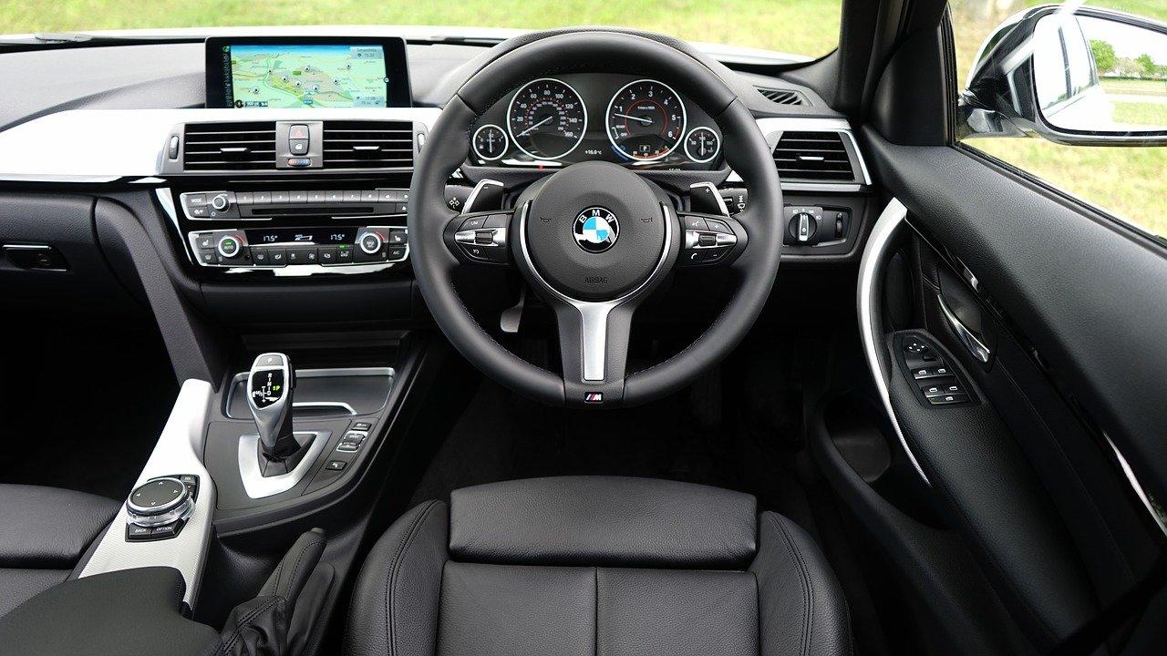 Cara Bersihkan Interior Mobil